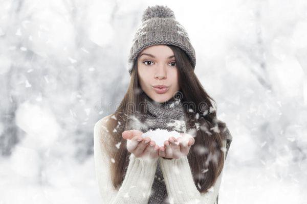 winterportr-t-durchbrennenschnee-der-jungen-sch-nen-frau-278018118EC7DC7F-1358-CCBB-4E37-211609129794.jpg